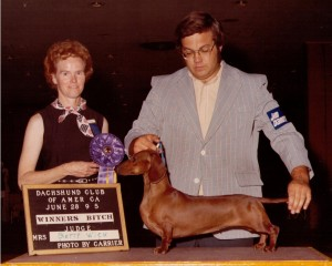 CH Tanzee's Jaki, Judge Betty Wick and Handler John Wade