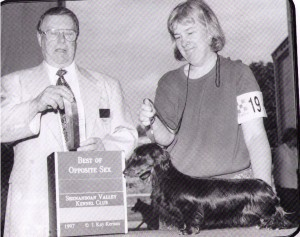 Judge Roy Holloway and Handler Susan Jones