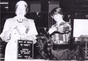 CH Twelfth Night star Sapphire L, Judge Mrs. Arlene Thompson-Brown and Handler Catherine Carson
