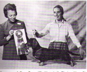CH Moonman of Rose Farm W, Judge Thirza Hibner and owner Dee Hutchinson 1971