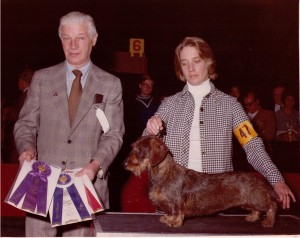 CH Rose Farm's Moonbo W ROM, Judge Peter Knoop and oner Dee hutchinson 1977